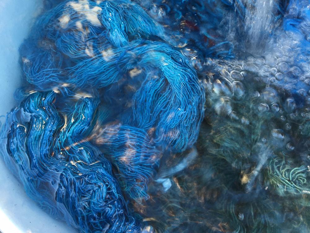 タデ藍の沈殿藍(泥藍)で染める