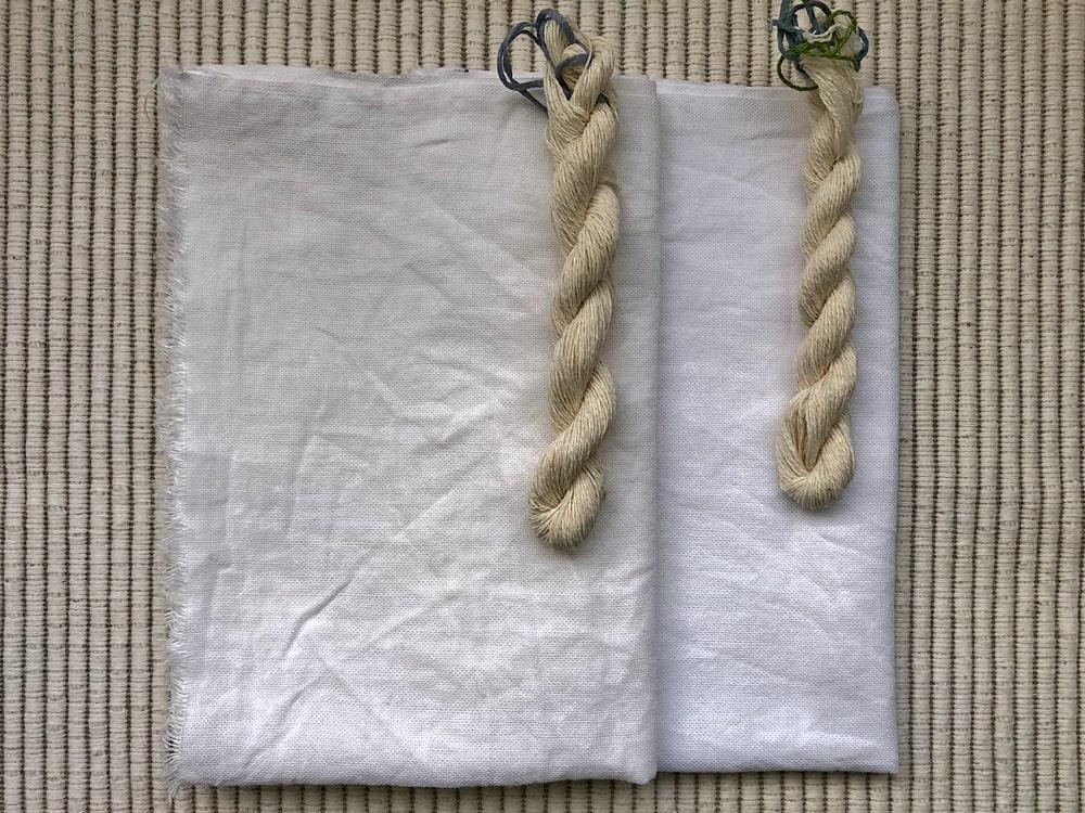 染める前の布と糸