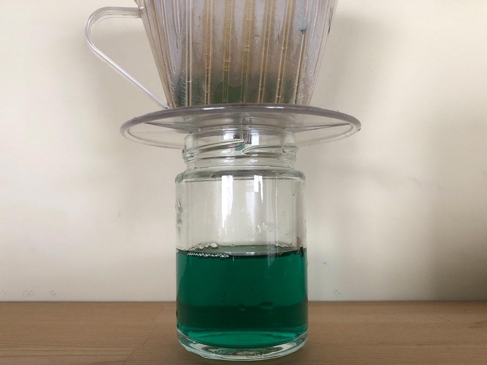 銅媒染液を濾過